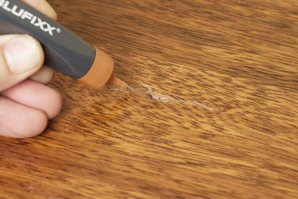BLUFIXX Strong Surface Repair Kit For LAMINATE/PARQUET/ VINYL (Beech, Pine and Light oak) Floor With LED Light